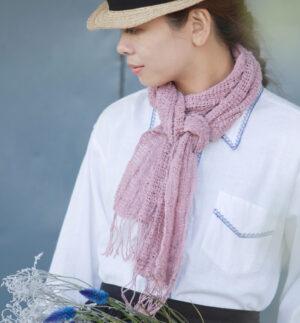 もじりスリム&ライトマフラー女性着用画像