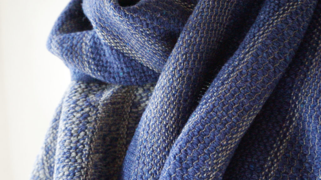 刺子ゆらぎ縞ウール ブルー クローズアップ画像