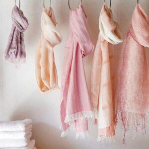 ピンク色のマフラーいろいろ画像