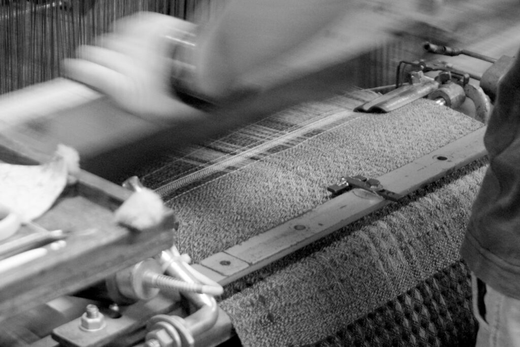 KAWARIウールノルディックボーダーマフラー 機織りの様子画像
